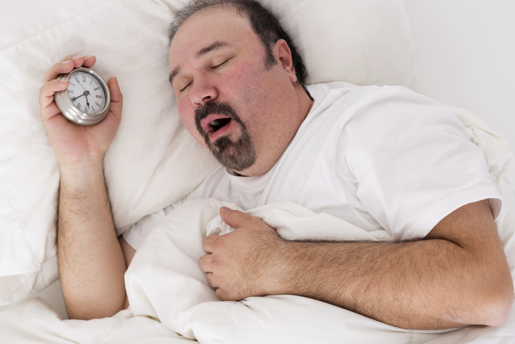 PHOTO surpoids-homme-sommeil-reveil-full-11900999